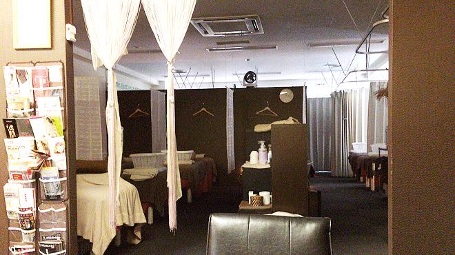 あしカラダ 池袋店の内装